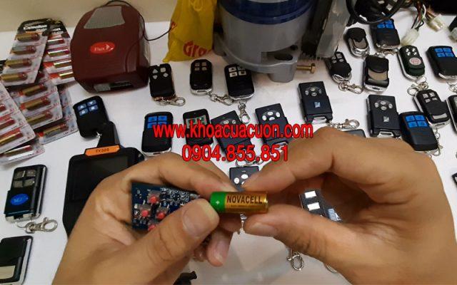 Thay pin điều khiển Austdoor