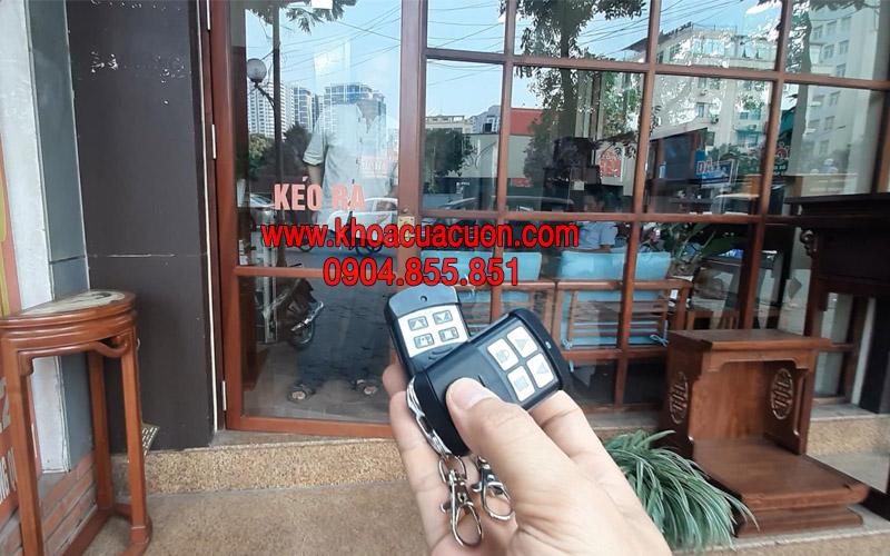Đánh chìa khóa điều khiển cửa cuốn Trường Chinh