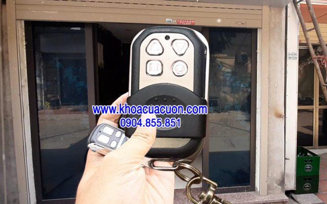 Đánh khóa cửa cuốn H101 Smartdoor